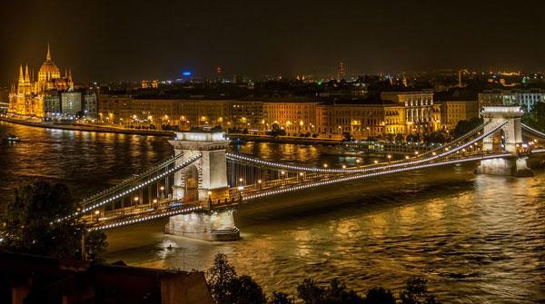 Puente sobre Danubio